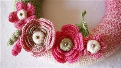 Crochet Floral Wreath out of Flowers, Leaves and Pistils