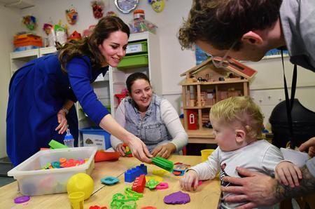 Такая же мать, как вы: Кейт Миддлтон откровенно поговорила о детях с другими родителями