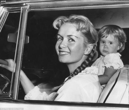 Мать принцессы Леи не перенесла удара и скончалась на следующий день после смерти дочери