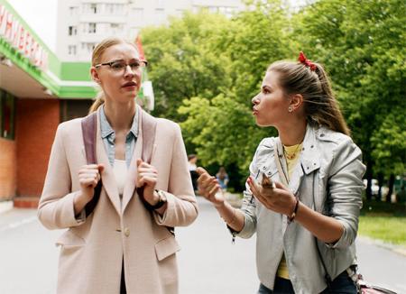 """Светлана Ходченкова и Юлия Топольницкая в сериале """"Вы все меня бесите"""""""