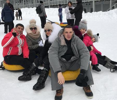 Ксения Бородина с мужем и друзьями на отдыхе