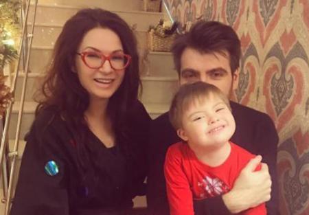 Эвелина Бледанс с семьей