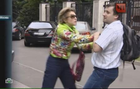 Божена Рынска дерется с журналистом НТВ