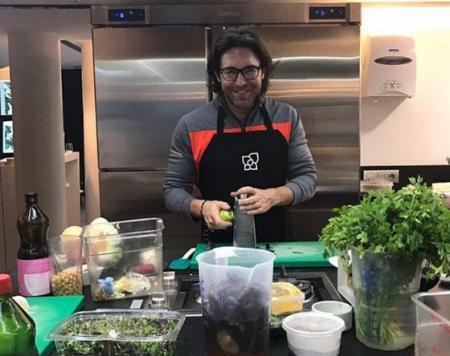 Андрей Малахов готовит рождественский ужин