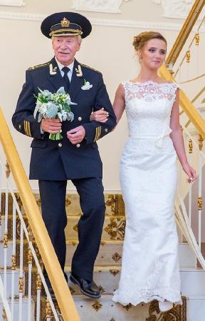 Иван Краско. 24-летняя Наталья Шевель познакомилась со своим будущим 84-летним мужем в Санкт-Петербургском институте гуманитарного образования.