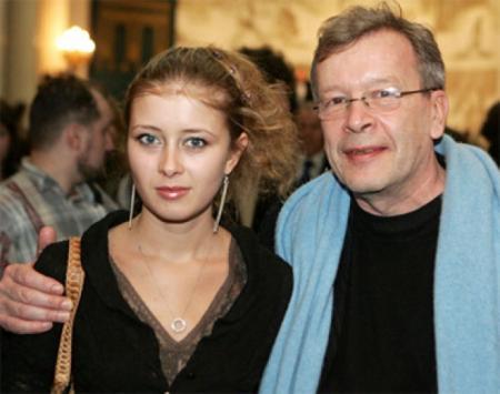 Виктор Ерофеев. Скандально известный писатель был буквально очарован своей молодой поклонницей Екатериной, которая оказалась на 40 лет младшего своего возлюбленного.