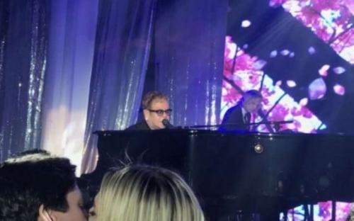 Элтон Джон и Мэрайя Кэри спели на «свадьбе года» у внучки совладельца Домодедово