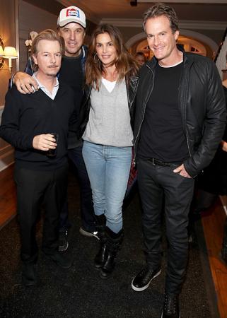 Брэд Питт посетил рок-вечеринку лучшей подруги Дженнифер Энистон Кортни Кокс