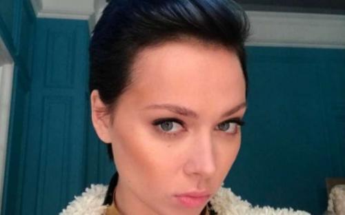 Неподражаемая: Настасья Самбурская ввела всех в заблуждение своей провокационной позой на фото