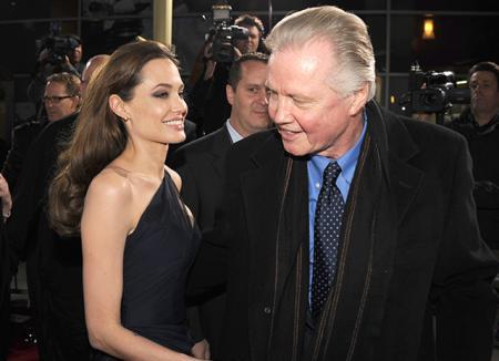 Отец Анджелины Джоли Джон Войт прокомментировал ее отношения с Брэдом Питтом