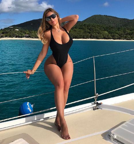 Русская Ким Кардашьян показала, что у нее в штанах – Квитко ошарашила голым нарядом