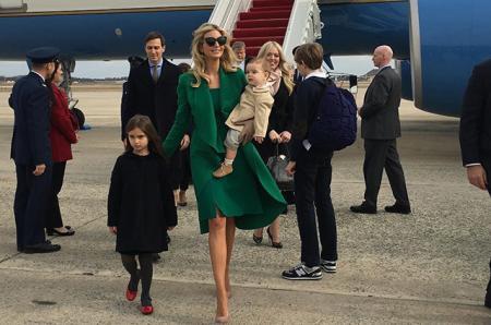 Джаред Кушнер и Иванка Трамп с детьми и родственниками