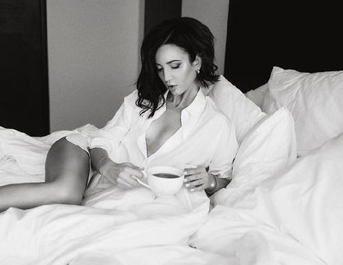 «Привыкаю»: голая грудь ведущей «Дом 2» Ольги Бузовой отметила 31-летие