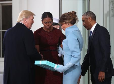 Что Мелания подарила Мишель?