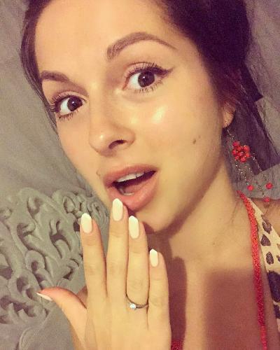 Официально: певица Нюша выходит замуж