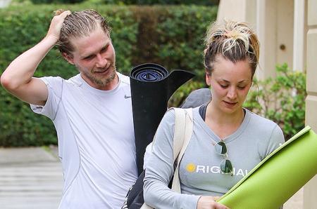 Спортивная пара: папарацци подловили Кейли Куоко и Карла Кука после занятий йогой