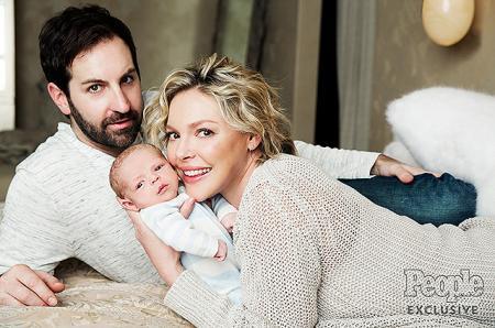 Кэтрин Хейгл показала новорожденного сына и рассказала о материнстве