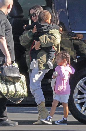 Ким Кардашьян с дочерью Норт и сыном Уэстом