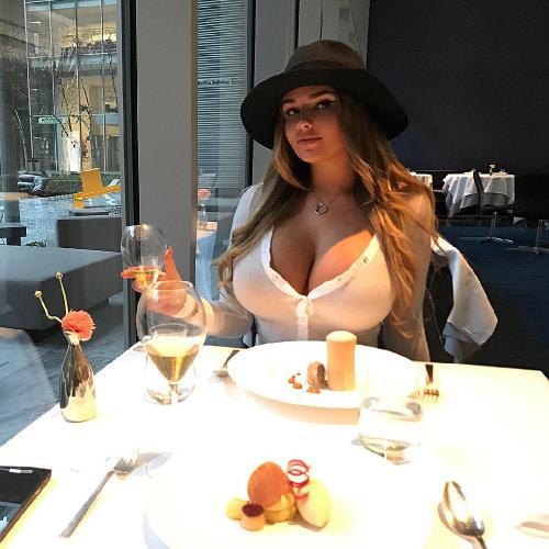 Дерзкая грудь Анастасии Квитко пробудила во многих эротические фантазии
