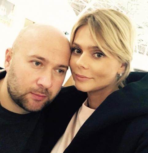 Ксения Новикова сбежала с супругом на райский остров