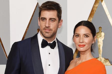 Западные СМИ: актриса Оливия Манн и футболист Аарон Роджерс помолвлены