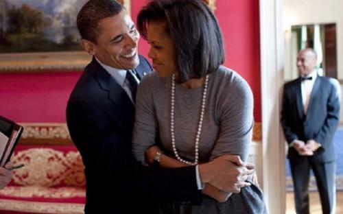 Фото полуголых Барака Обамы и его бритой наголо жены Мишель взорвали сеть