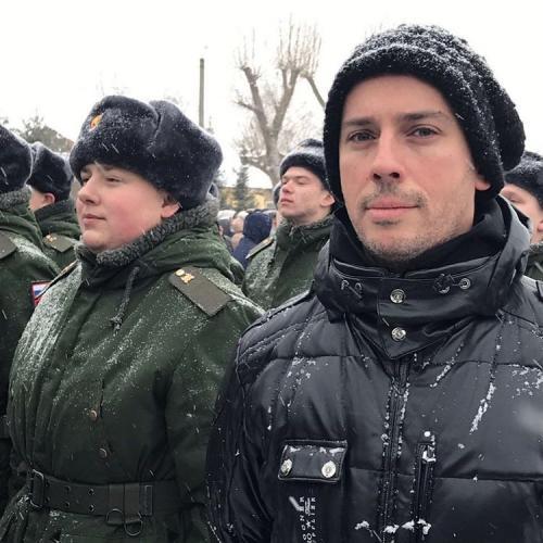 Максим Галкин готовит родственника к службе в армии