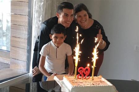 Криштиану Роналду отпраздновал день рождения с мамой и сыном