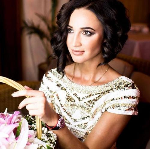 Ольга Бузова похвасталась обнаженными ягодицами