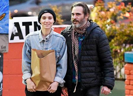 Руни Мара и Хоакин Феникс впервые замечены вместе после новости об их романе