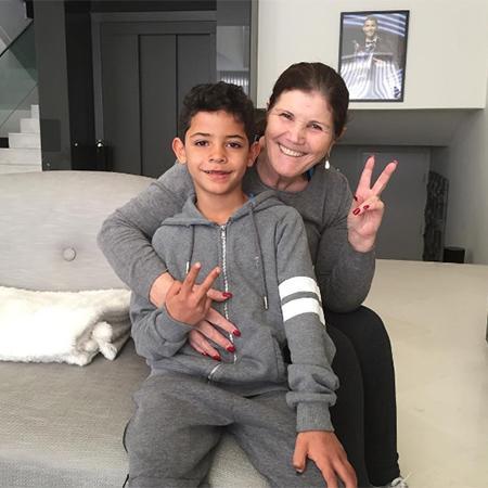 Долорес Авейру с внуком Криштиану Роналду-младшим