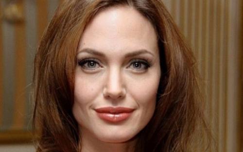Анджелина Джоли усыновляет седьмого ребенка