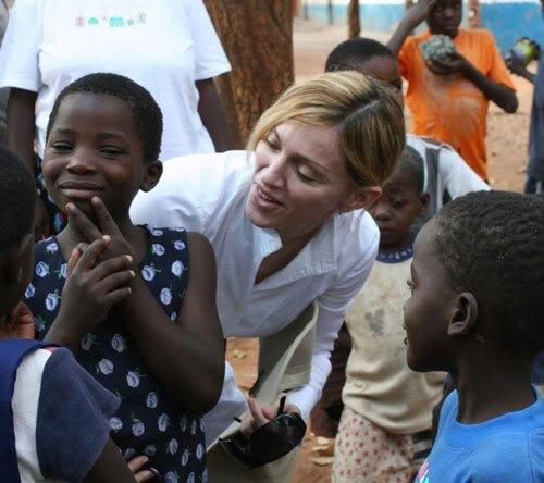 Мадонне позволили усыновить двух детей из Африки