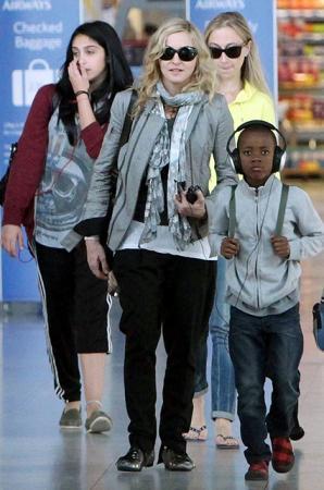 Мадонна с дочкой Лурдес и сыном Дэвидом Бандой
