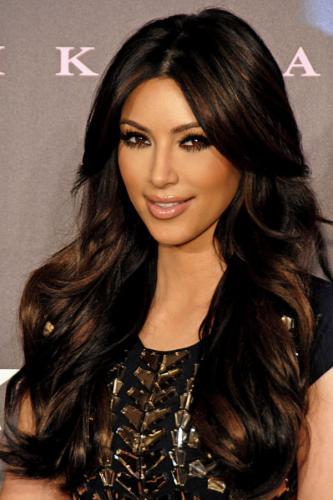 Ким Кардашьян исправила пупок пластической операцией