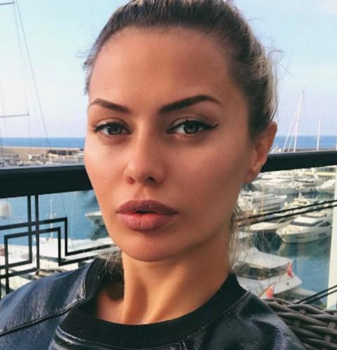 Алекс Смерфит вернул дочь Виктории Боне
