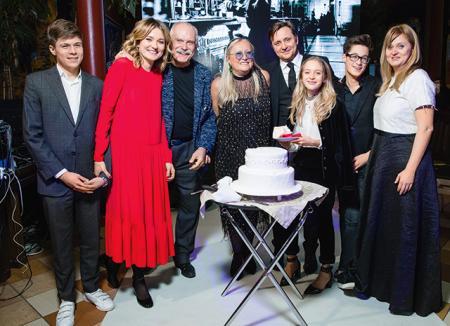 Юбилей Татьяны Михалковой: семья Михалковых и другие в репортаже с праздничного вечера в Москве