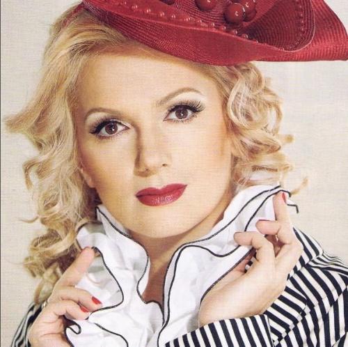 Актриса Мария Порошина неожиданно стала брюнеткой
