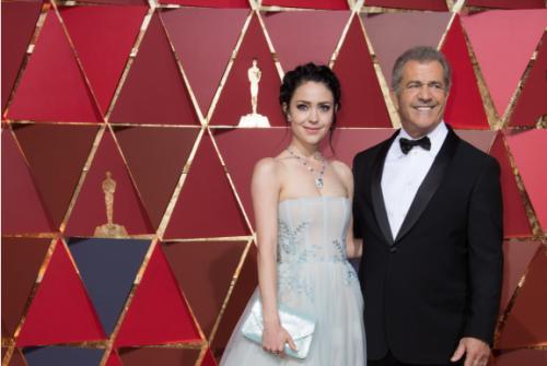 """Девушка Мэла Гибсона пришла на вручение """"Оскара"""" спустя всего месяц после родов"""