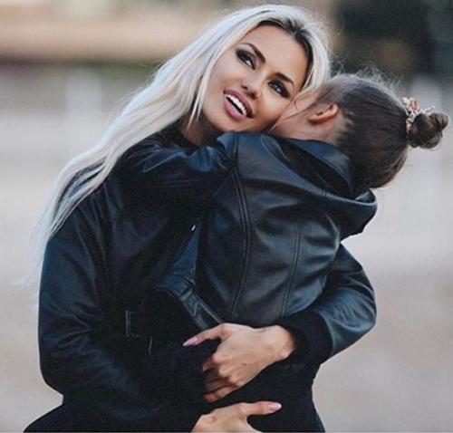 Счастливая Виктория Боня порадовала поклонников новой фотографией с дочерью
