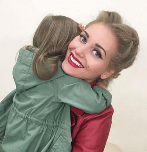 Поклонники Кристины Асмус восхищены ее сходством с дочкой
