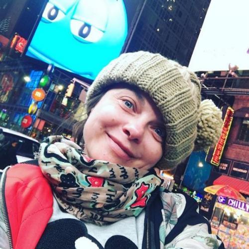 Наташа Королева разгуливает по Нью-Йорку без макияжа