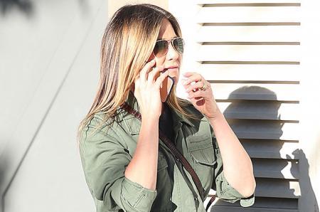 Женский день: Дженнифер Энистон прогулялась по бутикам в Западном Голливуде