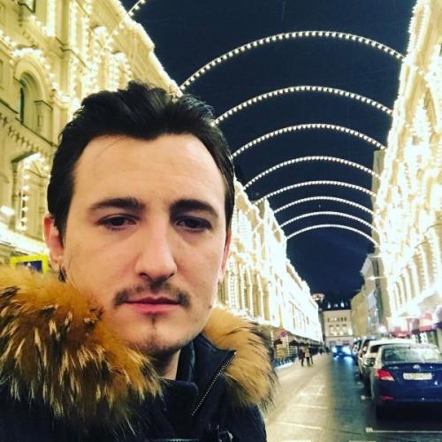 Влад Кадони открыл парикмахерский салон