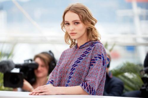 17-летняя дочь Джонни Деппа обнажила груди перед камерами