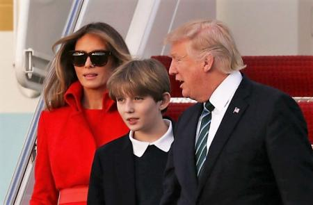Сын Трампа Бэррон впервые появился на публике после скандала