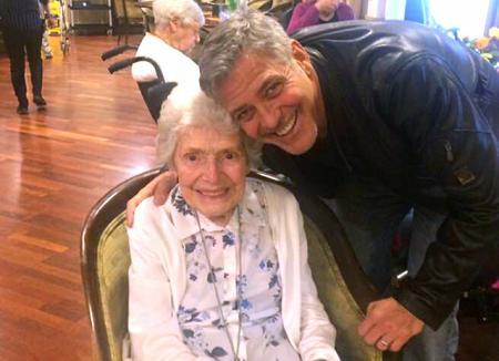Джордж Клуни воплотил в жизнь мечту своей 87-летней поклонницы