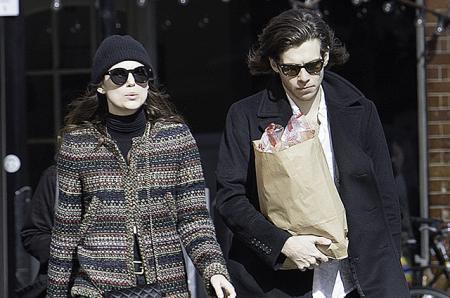 Утренняя прогулка: Кира Найтли с мужем Джеймсом Райтоном в Лондоне