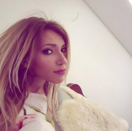 Самойлова провела фотосессию на Красной площади