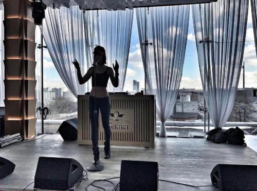Ольга Бузова отыграла свой первый сольный концерт и представила новую песню